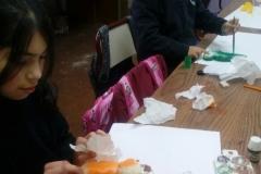 niños-reutilizando-esponjas