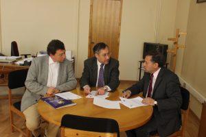 Foto firma convenio U.Chile-Municipalidad