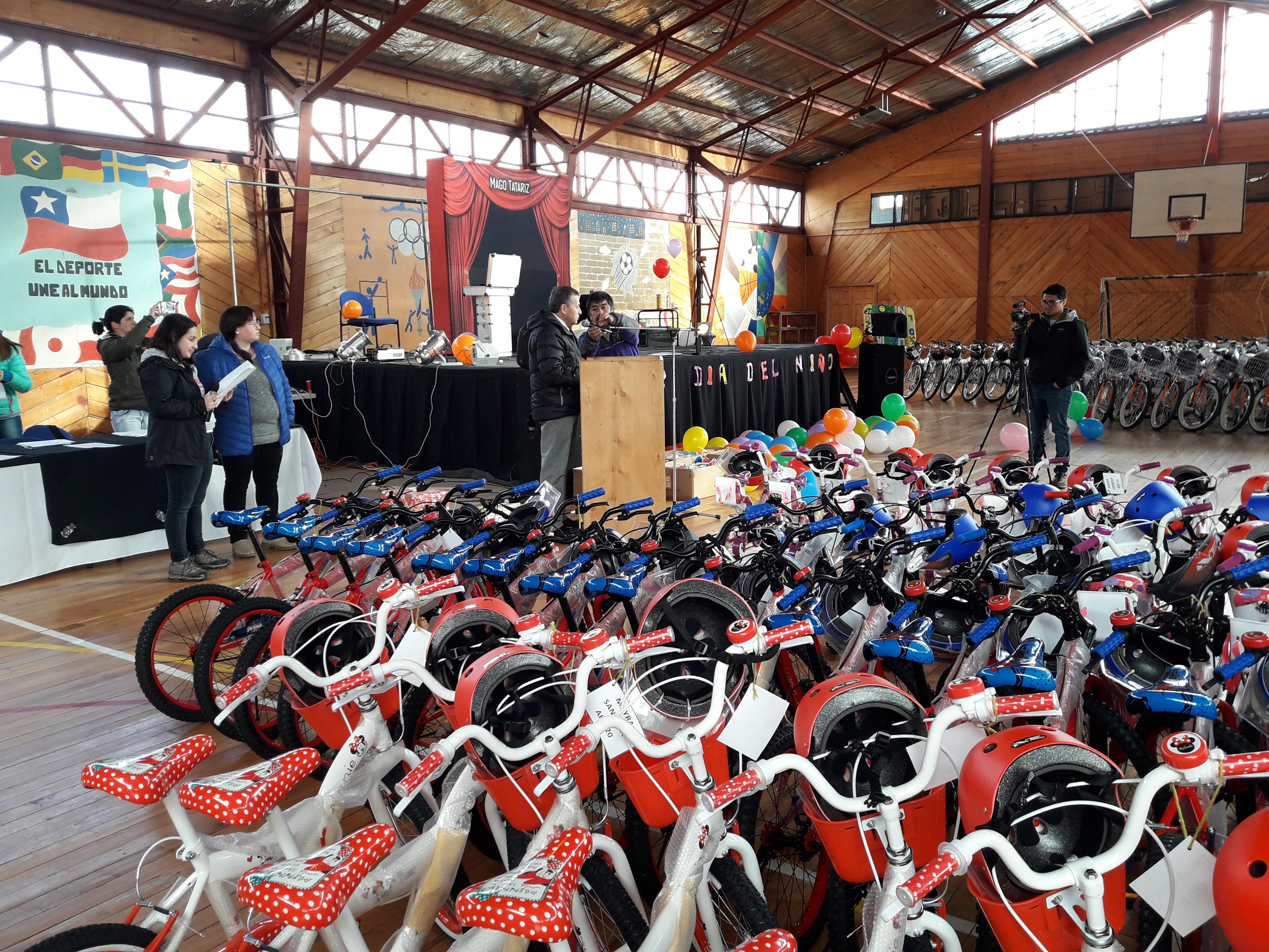 Bicicletas para los Niños de Villa O'Higgins!
